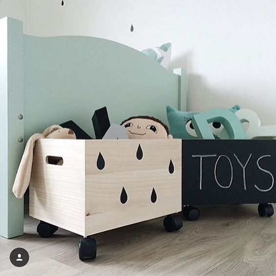 A little DIY inspiration for your Sunday! Love these storage boxes with chalk paint + drop decals! Such a cool project to do with kids! Our wall stickers will totally do the trick and we'll be a breeze to apply as they are completely repositionable! Check our collection and get inspired, there are several designs on sale!💡Happy Sunday all! Pic by @countersample #diy #kidsinteriors #kidsdecor: