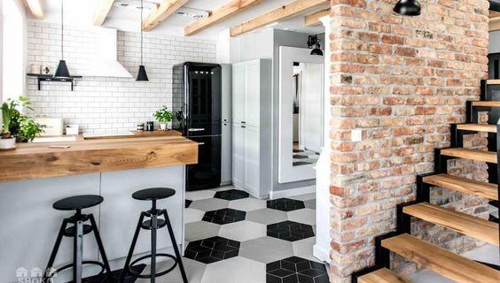 Skandynawskie wnętrze kuchni w czarno-białej odsłonie