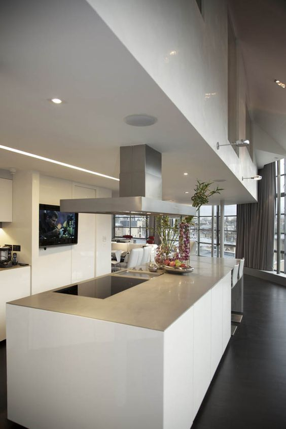 Minotti inca kitchen in high gloss white with silver for Minotti kitchen