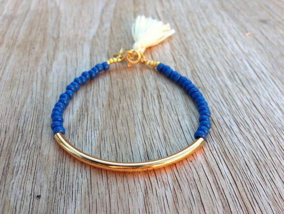 Bracelet tube or - perles bleues