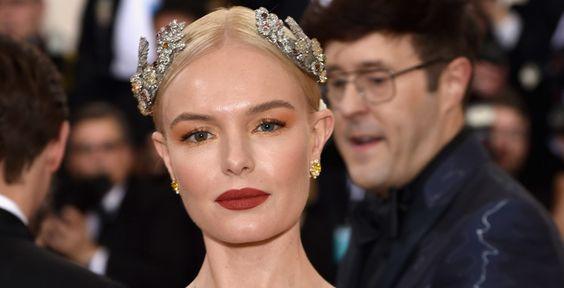 Kate Bosworth também estava um vermelho queimado e combinou com sombra laranja: