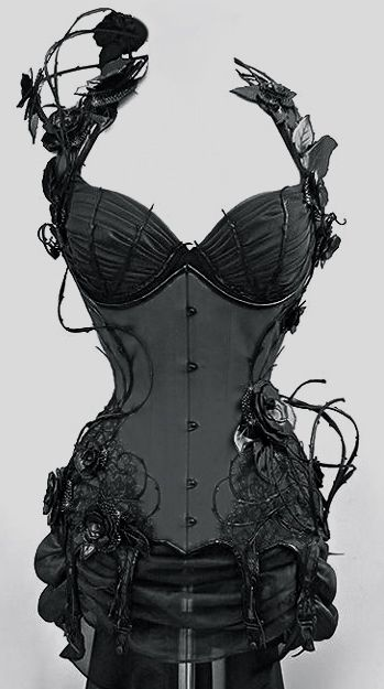 Black rose and vine corset - cool evil queen idea. This is so beautiful!!!!!