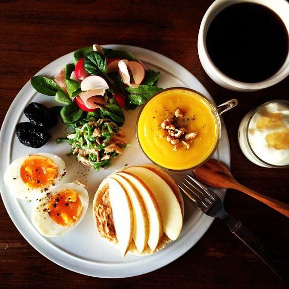 Today's breakfast. Pumpkin soup, Peanut butter and Apple かぼちゃのスープ、ピーマンとツナのマスタード和え、ピーナッツバター&りんごのイングリッシュマフィンなど。 - @keiyamazaki- #webstagram