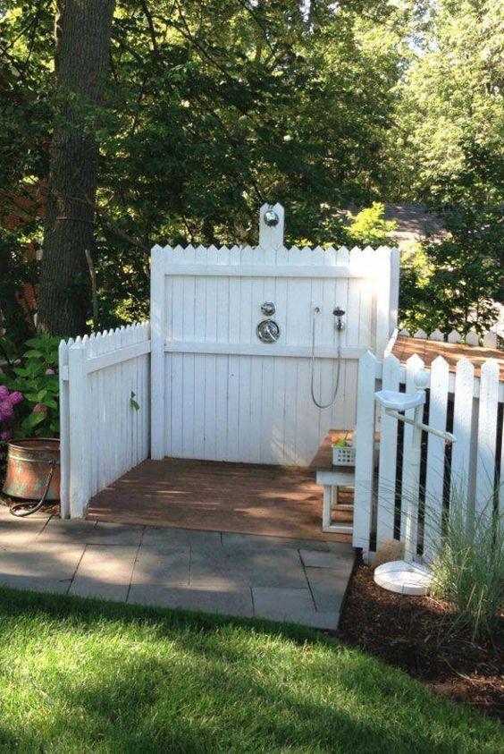 35 Pet Friendly Backyard Ideas And Designs Pet Washing Station