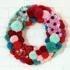 Resultado de imagem para Christmas decoration with pom poms