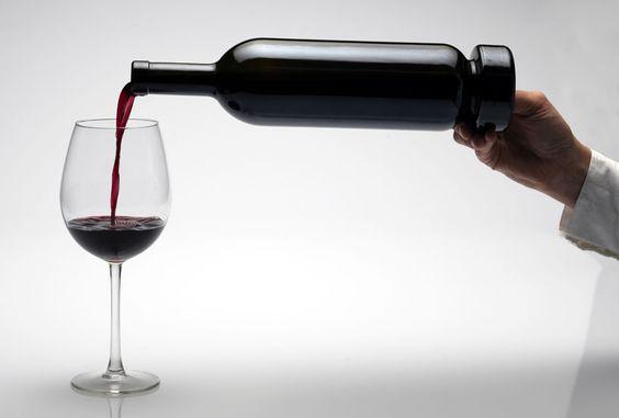 Une bouteille à décanter pour servir le vin non filtré