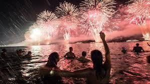 Resultado de imagem para festa ano novo na praia