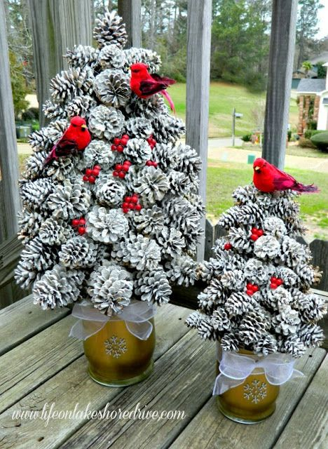 Diy winter pine cone tree so cute christmas decor for Pine cone tree decorations