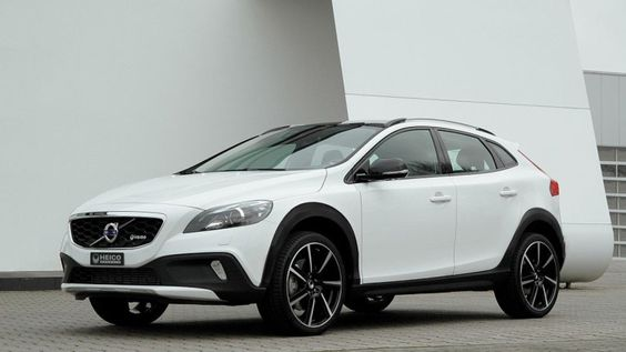 The compact crossover 20182019 Volvo V40 Cross Country  Cars