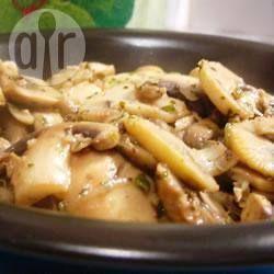 Einfache Pilze aus der Pfanne, gebratene Pilze, Champignons, frische Champignons, Champignons gebraten. Pilze Beilage, Essen, Rezept http://de.allrecipes.com/rezept/1490/pilze-aus-der-pfanne.aspx