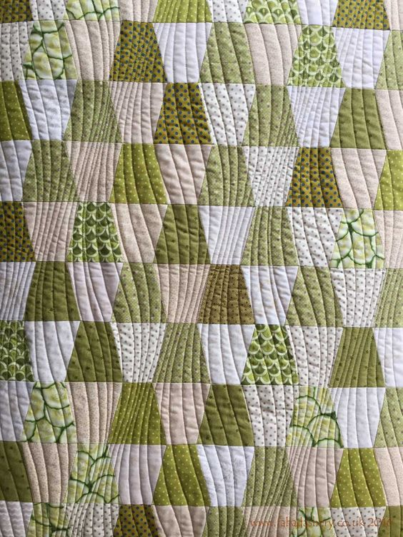 'Modern Curves' by Anita Shackelford - Green Tumbler Quilt: