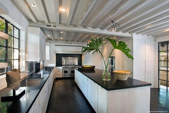 Belgian designer Axel Vervoordt has created an understated, chic retreat on the shores of Miami, Florida for fashion designer Calvin Klein.
