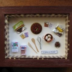 Gâteau au chocolat dans une vitrine miniature