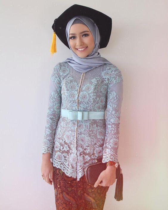 Aneka Model Baju Kebaya Modern untuk Wisuda Kamu Tampil Anggun