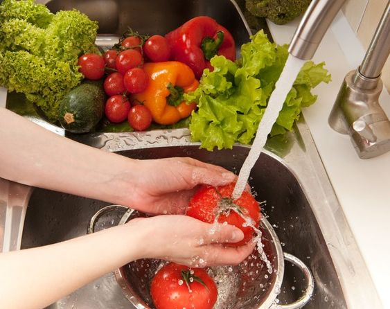 How to Make Your Own Highly Effective Fruit and Vegetable Wash