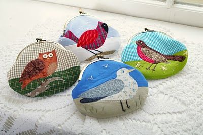 Cute coin purses at Threads and Snippets.   I want to learn to make these.  So cute.  Need to find a good tutorial and learn how to add the purse frame.  Wouldn't these make cute gifts?