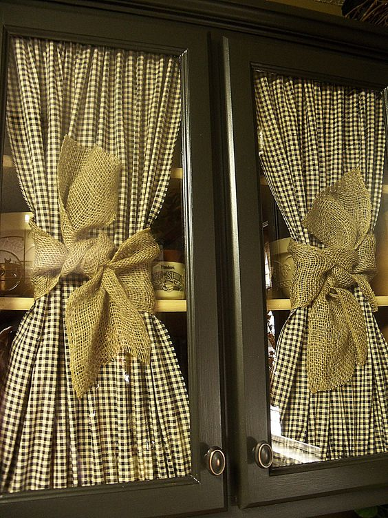 love the checked fabric & burlap ribbon....really like the look of this anywhere...cabinet doors, front door window, or on windows period. A country yet rustic feel. Just ♥ it!
