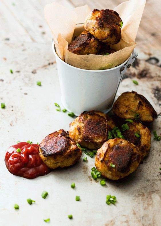 Use up leftover colcannon with these delicious little colcannon tater tots. Loaded with hidden veggies and perfect for little (and big) fingers.:
