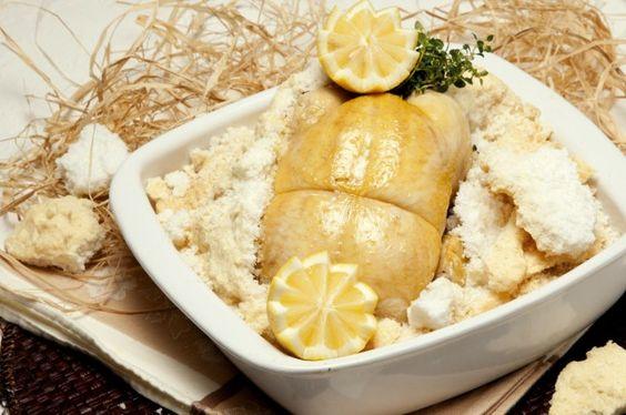 Sabe cozinhar Frango em crosta de sal? Descubra a receita