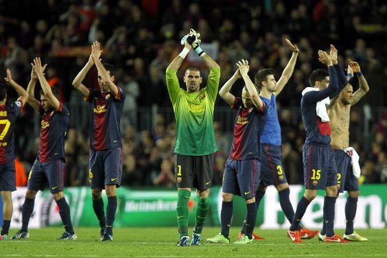 Los jugadores saludan al publico y agradecen el apoyo