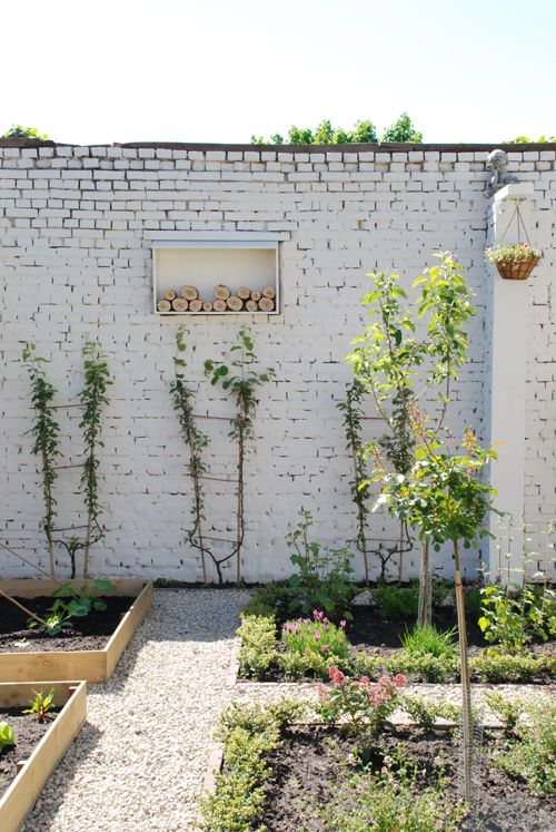 Jardins briques and maison abeille on pinterest for Brick garden wall designs homes