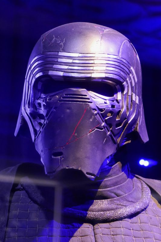Star Wars The Rise Of Skywalker Kylo Ren Helmet In 2020 Kylo Ren Kylo Ren Helmet Skywalker