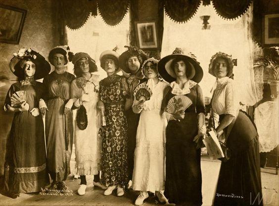 Marrequinhas, hommes déguisés en femmes, 1913 Augusto Malta photo.
