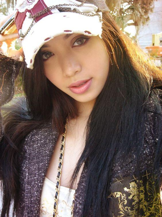 Michelle Phan, Minha unica preferida internacional, já venho acompanhado o Canal dela do youtube a 4 anos.  http://pinterest.com/michellephan  http://www.michellephan.com/