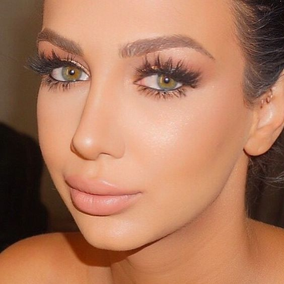 Love this look by the amazing @styledbyhrush @shophudabeauty lashes in Alyssa