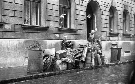 1975 - Telepy utca 25., lomtalanítás. - Családi kép