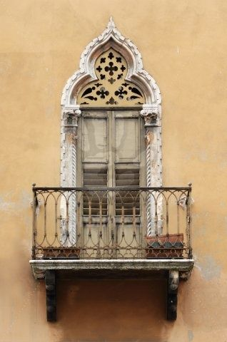 Balconies italian wine and italian on pinterest for Balcony in italian