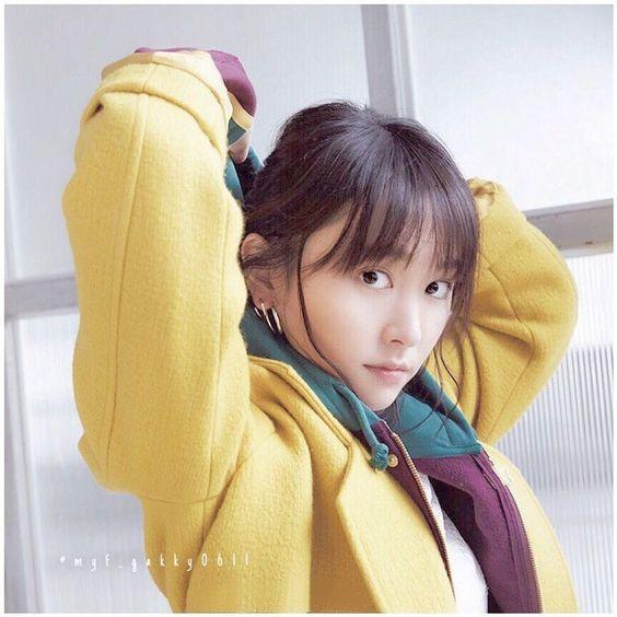 黄色コートの新垣結衣