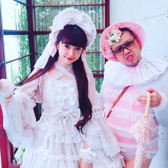 ロリータ協会会長の青木美沙子さんとくっきー