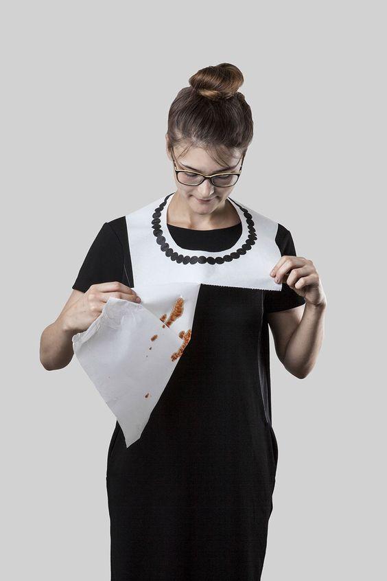 Alžběta Dvořáková,  - THE BIB - 3 -  od roku 2011   papírový ubrousek, netkaná textilie, papír, nerezová ocel  foto: Alžběta Dvořáková, Tomáš Polák,: