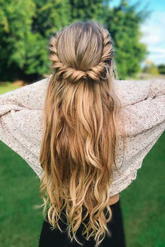 Five Minute Holiday Easy Hairstyles See More Http Lovehairstyles Com Five Minute Holiday Easy Hairstyle Short Hair Updo Easy Hairstyles Medium Hair Styles