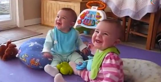 Bebês rindo
