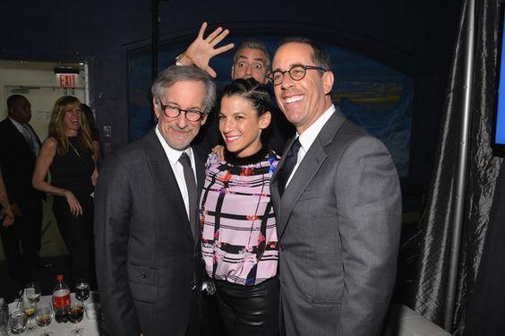 Pin for Later: Diese 19 prominenten Photobomben zaubern definitiv ein Lächeln auf euer Gesicht George Clooney Auch abseits vom Filmset ist George immer für einen Spaß zu haben. 2013 mussten Steven Spielberg sowie Jessica und Jerry Steinfeld dran glauben.