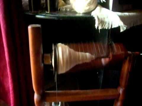 Hilado de la lana con rueda. (o torno de hilar)