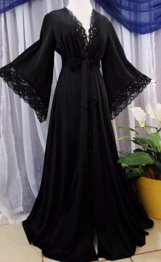 Sold M Vtg Jet Black Hippie Boho Pointed Sleeves Lace Vintage Peignoir Robes Lace Sold