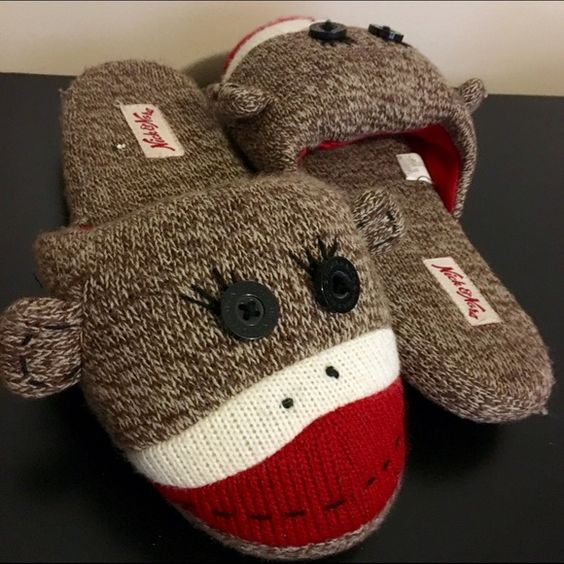 Monkey slippers nick and Nora brand ✨✨✨Medium 7/8 very adorable very comfy slightly worn slippers! Buy buy buy✨ too cute to pass up✨✨✨✨ Nick and Nora Shoes Slippers