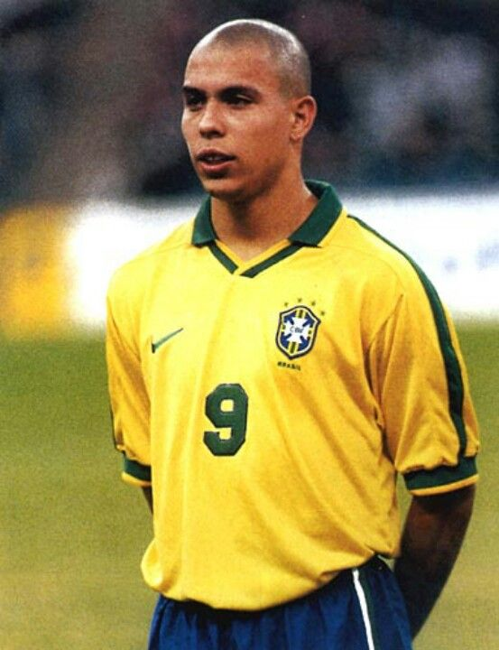 My favourite player of all time Il Fenomeno, Ronaldo Luiz Nazario de Lima!!