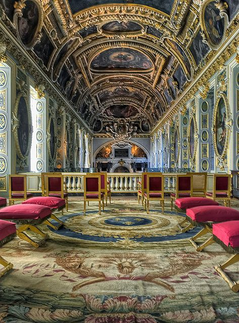 The balcony reign and rococo on pinterest - Le chateau de fontainebleau ...