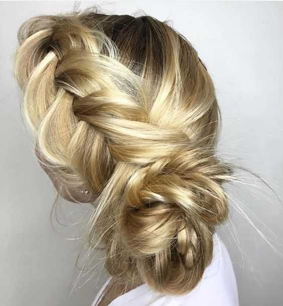 Un Sábado muy especial lleno de recogidos monisimos!!!! Felicidades al equipo de ANARA por su profesionalidad!!!! Gracias a todas las clientas q hoy tenían eventos por confiar en nuestro salón!!!!  @anarabyanalerida #hairstylist #hairinspo #haircolor #recogidos #anarabyanalerida #streetstyle #stylemyhair #hairdresser #blondehair
