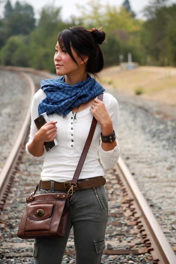 Female Nathan Drake Uncharted Cosplay Outfit