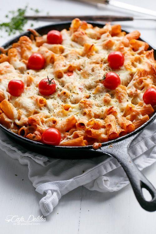 We Heart It 経由の画像 #cheesy #Chicken #food #mozzarella #pastabake #roastedtomato