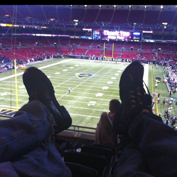 Leather seats, luxury suite, 49ers beat the Rams, free drinks an hour and a half after the game...doesnt get much better!