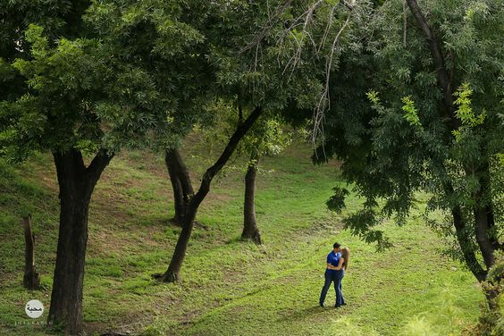 Love in the forest. Engagement Session by #JhankarloPhotography.