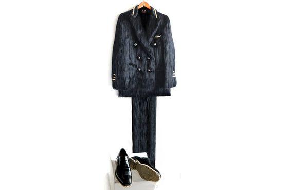 Vest de cheveux, boutons pour les yeux, dents pour les chaussures..    Apex Predator Suit. | fantich & young