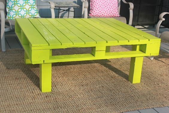 A patio table made from a recycled pallet!: Diy Pallet, Outdoor Table, Bright Color, Pallet Ideas, Pallet Coffee Tables, Patio Table, Pallet Tables, Recycled Pallets