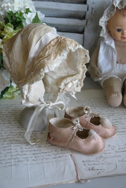 Petites chaussures anciennes , pour enfant ou poupée Brocante de charme atelier cosy.fr: